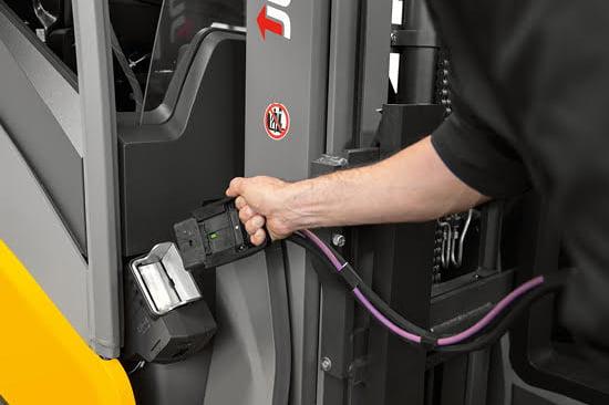Quy trình sạc ắc quy xe nâng điện Lithium và lợi ích đem lại